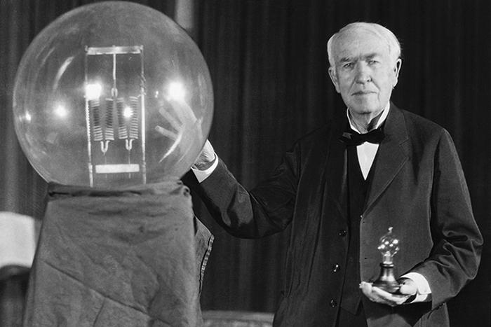 Томас Эдисон и электрическая лампочка.