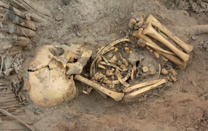 Могила младенцев в Перу.
