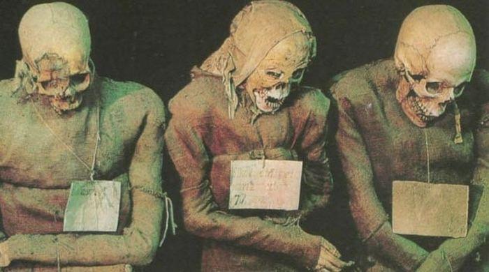 Клуб мертвых в катакомбах капуцинов.