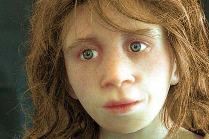 Светлая кожа и голубые глаза - наследие неандертальцев.