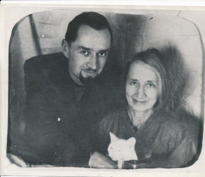 А.И. Цветаева с сыном Андреем. 1956 г.