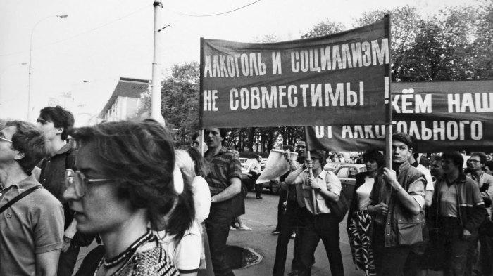 Один из митингов антиалкогольной компании в годы перестройки.