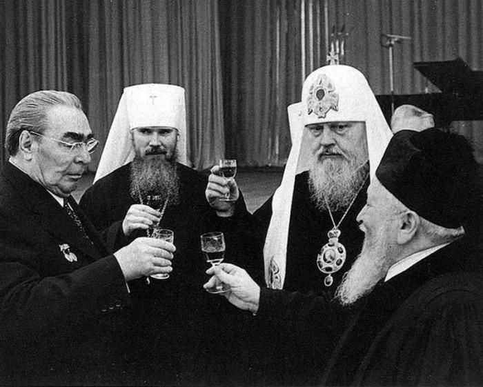Алкоголь был обязательной частью правительственных банкетов.