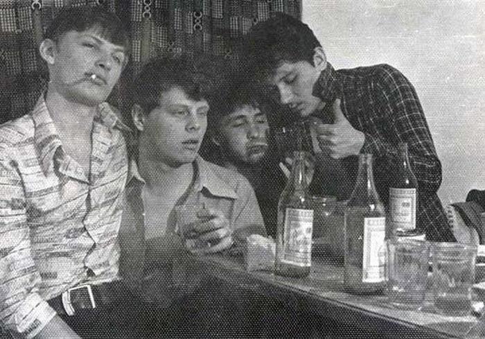 Выпить с друзьями - святое дело.
