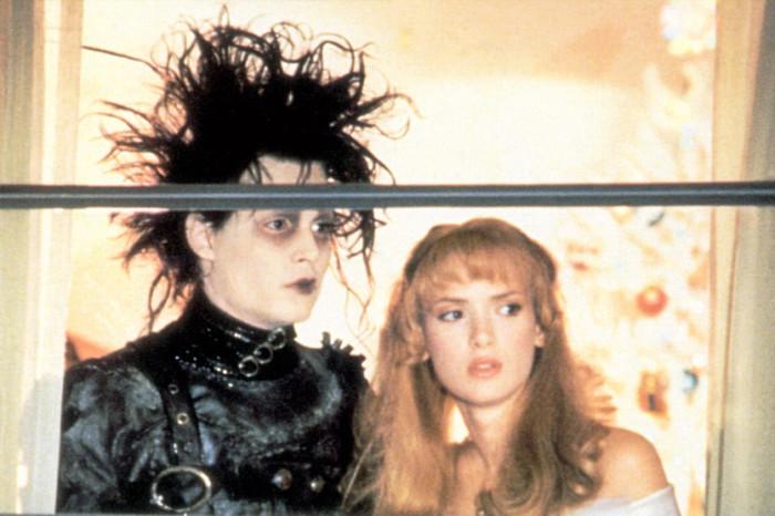 Кадр из фильма *Эдвард руки-ножницы* (1990)
