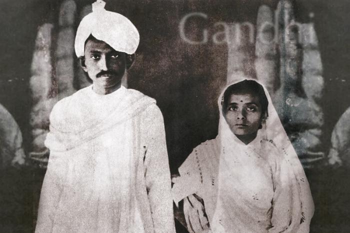 Махатма Ганди и его жена Кастурбай.