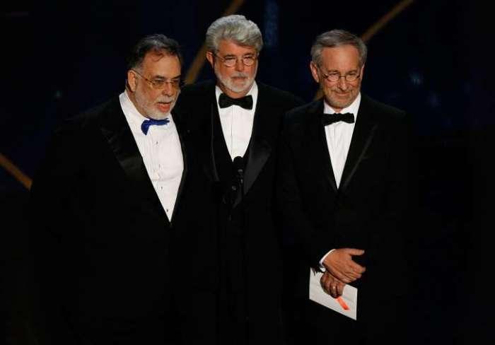 Фрэнсис Форд Коппола, Джордж Лукас и Стивен Спилберг представляют лучшего режиссера Оскара Мартину Скорсезе на церемонии вручения премии Оскар 2007 года