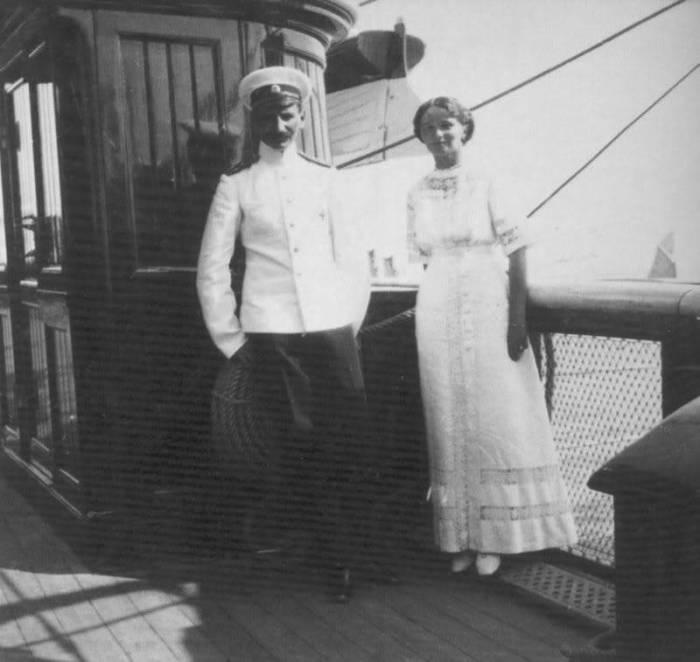 Лейтенант Павел Воронов и великая княжна Ольга Николаевна на яхте «Штандарт». 1913 г.