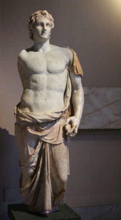 III век до н.э. Статуя Александра Македонского, подписанная «Менас». Стамбульский археологический музей