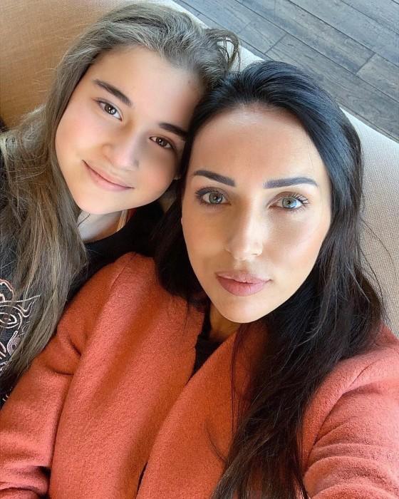 Алсу с дочерью Микеллой.