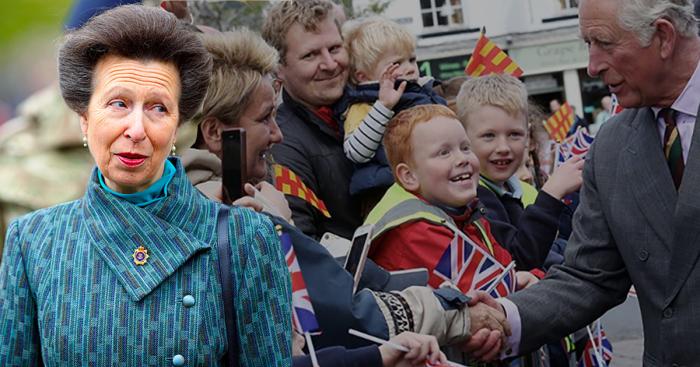 Почему дочь королевы Великобритании никогда непожимает руки обычным людям.