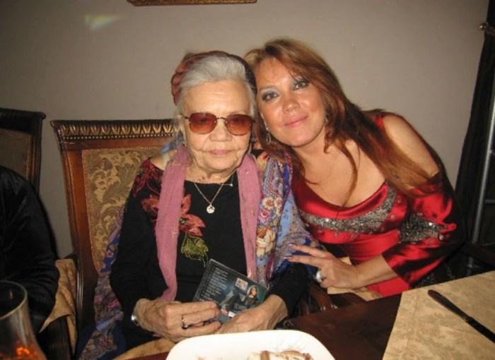 Азиза с мамой. / Фото: www.trend.az