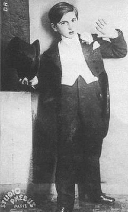 Шахнур Азнавурян в юности.