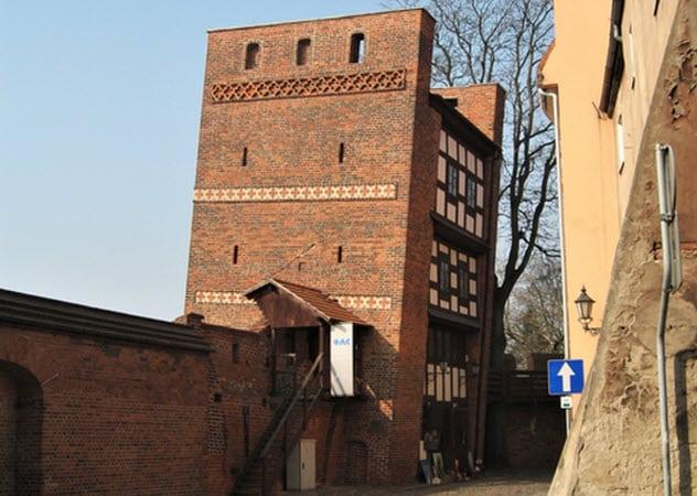 Падающая башня в Торуни. Польша