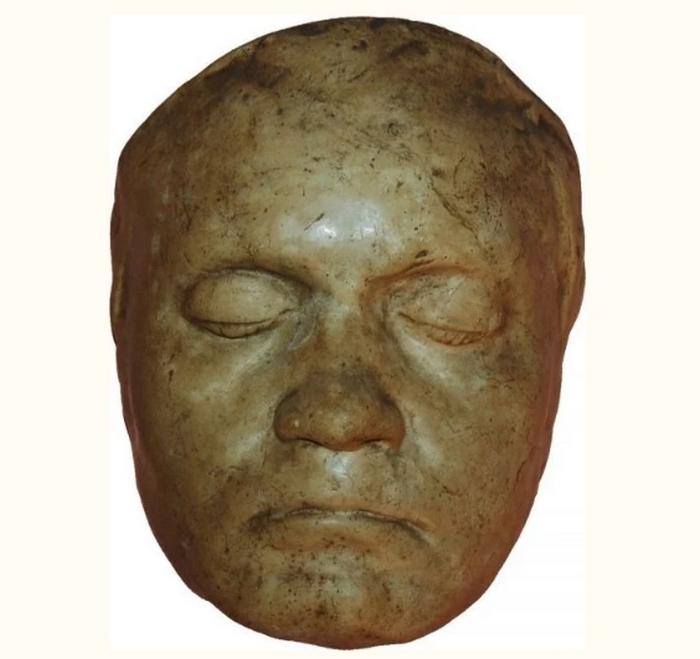 Прижизненная глиняная маска Бетховена.