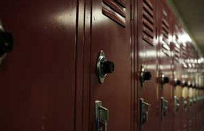Секретный шкафчик в католической школе.