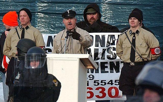На митинге американских неонацистов.
