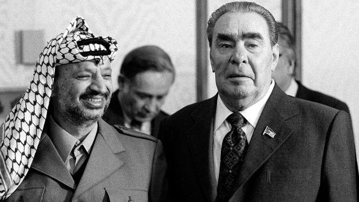 Во время визита Ясир Арафата в Москву.