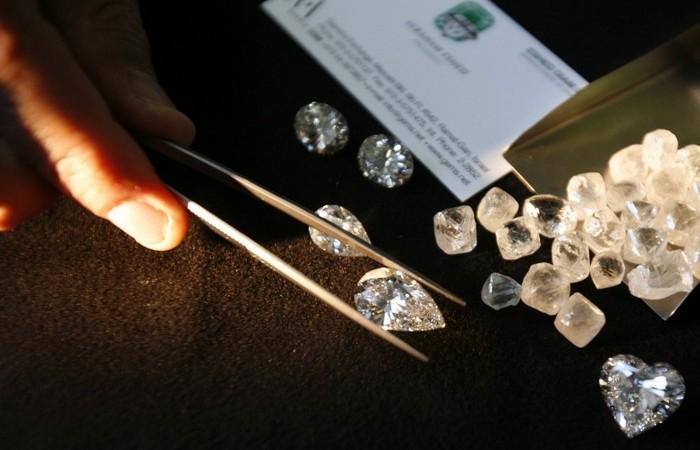 Алмазы формировались при температуре 900-1300 градусов Цельсия.