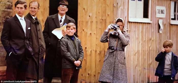 Королева любила сама снимать на камеру Leica.
