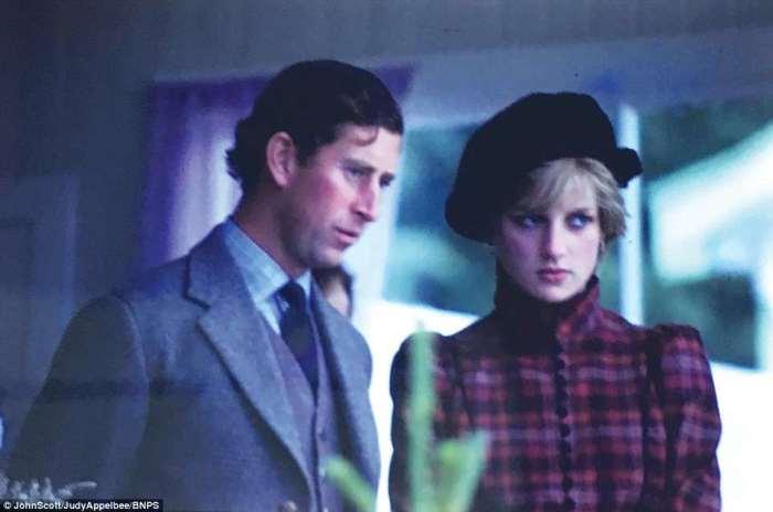 Принц Чарльз и принцесса Диана не очень похожи на счастливую пару. Поездка в Уэльс в начале 1980-х годов.
