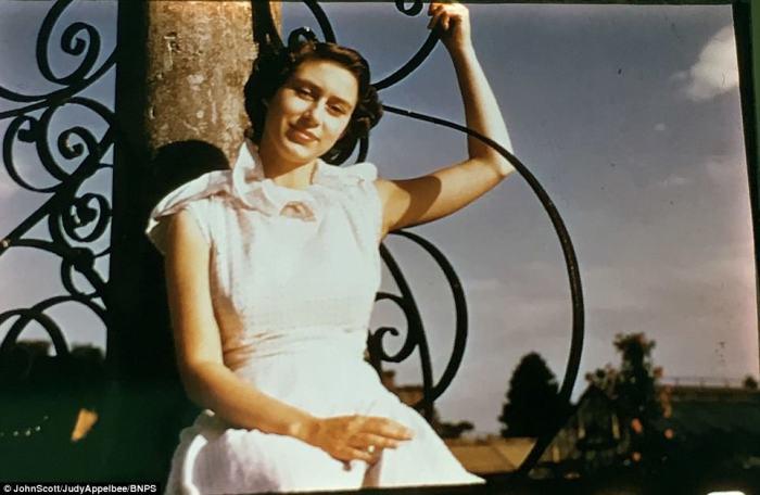 Юная сестра королевы Елизаветы II  в Балморале в Шотландии в начале 1950-х годов.