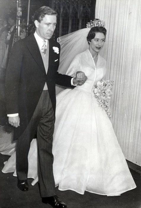 Принцесса Маргарет, младшая сестра царствующей королевы Елизаветы II, на своей свадьбе в 1960 году несла букет из ландышей, мирта, орхидей и стефанотиса.