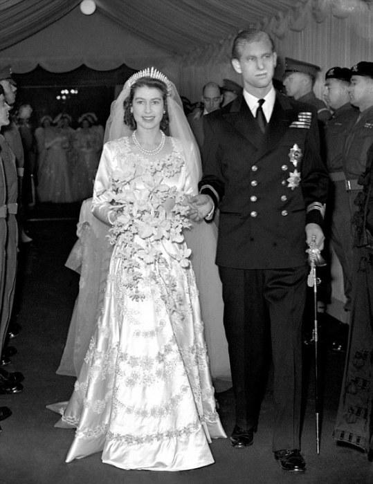 В 1947 году королева Елизавета II (правда, тогда она была ещё принцессой) выбрала для своего свадебного букета белые орхидеи.
