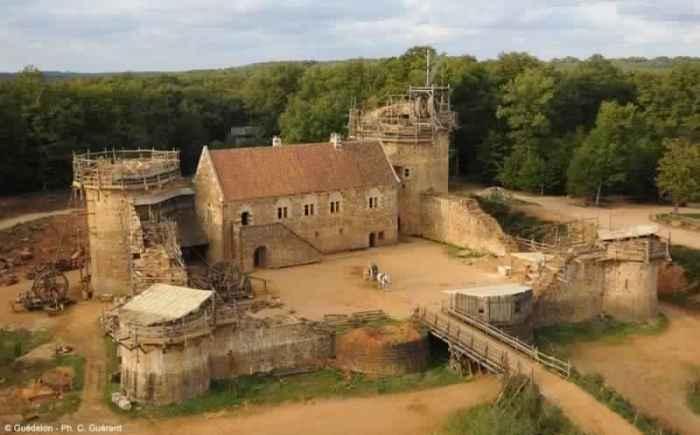 Геделон — средневековый замок во Франции.