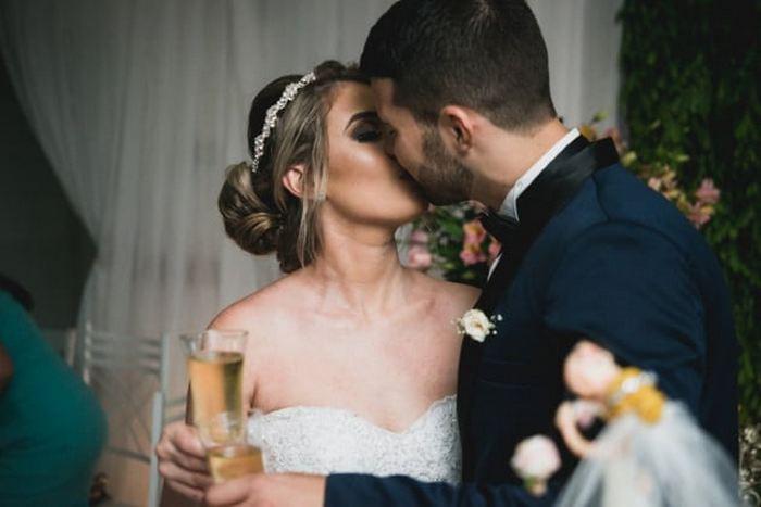 Свадебный поцелуй.