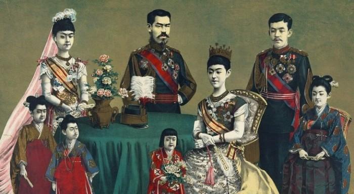 Император Мэйдзи с семьей.