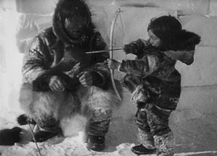 Навыки воинов чукчи прививали детям с раннего возраста.