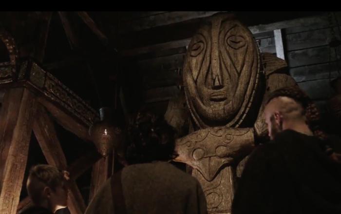 Большая часть гравюр викингов была обнаружена на огромных камнях