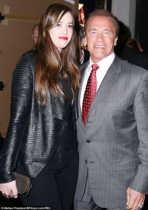 Кэтрин Юнис Шварценеггер с отцом.