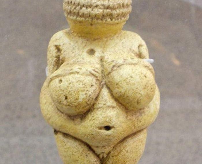 Венера Виллендорфская.