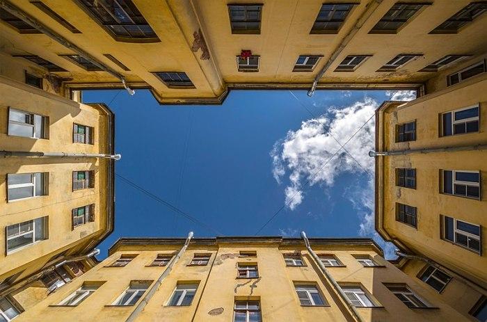 Двор-колодец в Санкт-Петербурге (4-я Линия Васильевского острова).