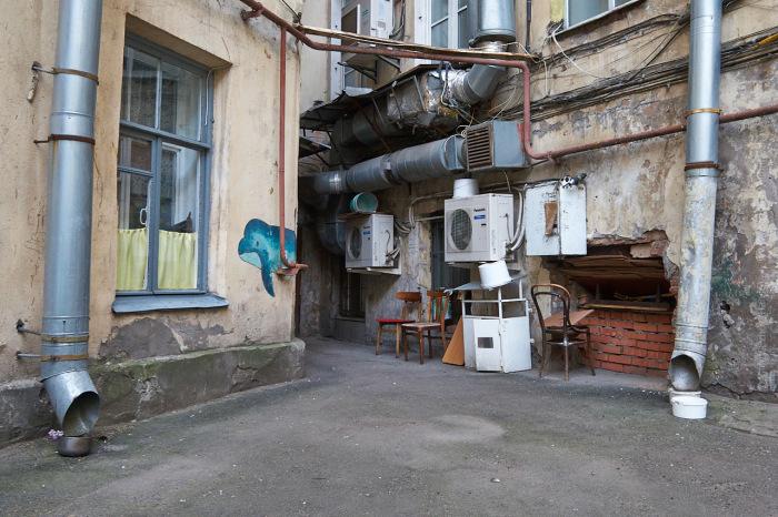Традиционный питерский двор-колодец.