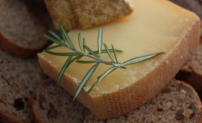 Сыр канталь.