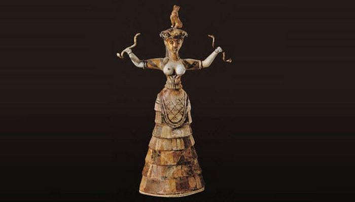 Минойская богиня змей.