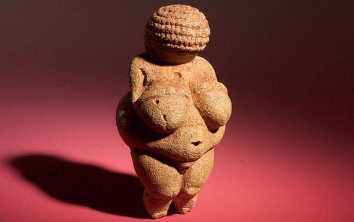 Венера Виллендорфская - предполагаемый возраст фигурки 25 000 лет.