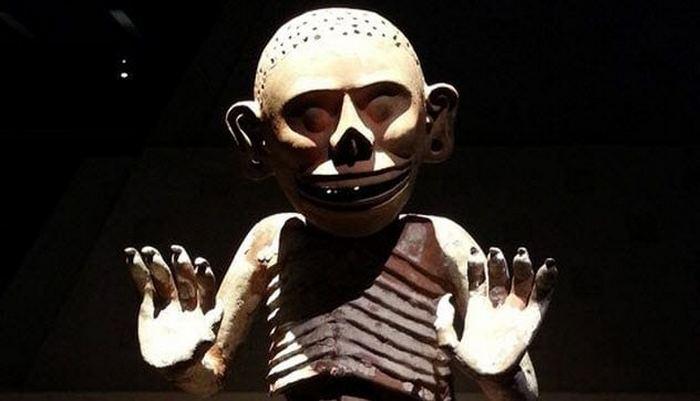 Бог ацтеков Миктлантекутли.