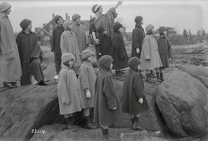 Айседора Дункан со своими воспитанницами.