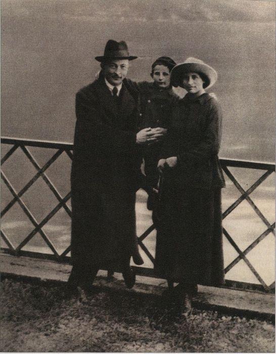 Ф. Э. Дзержинский и С. С. Дзержинская с сыном Яном в Лугано (Швейцария), октябрь 1918 года