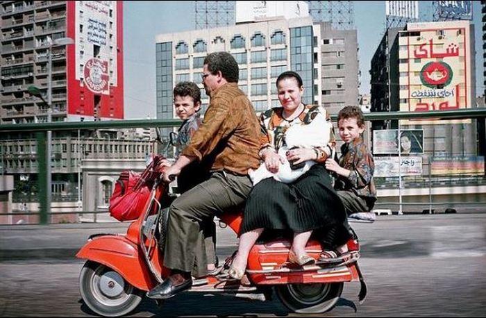 Египетская семья едет за покупками. Каир.