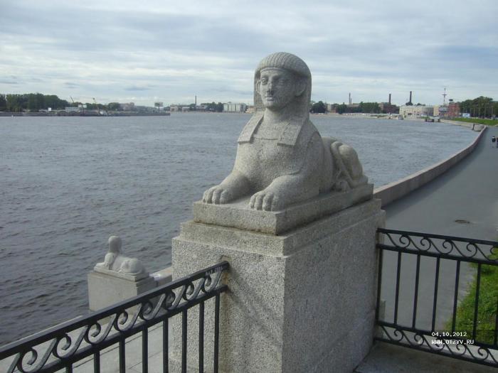 Пристань со сфинксами на Свердловской набережной.