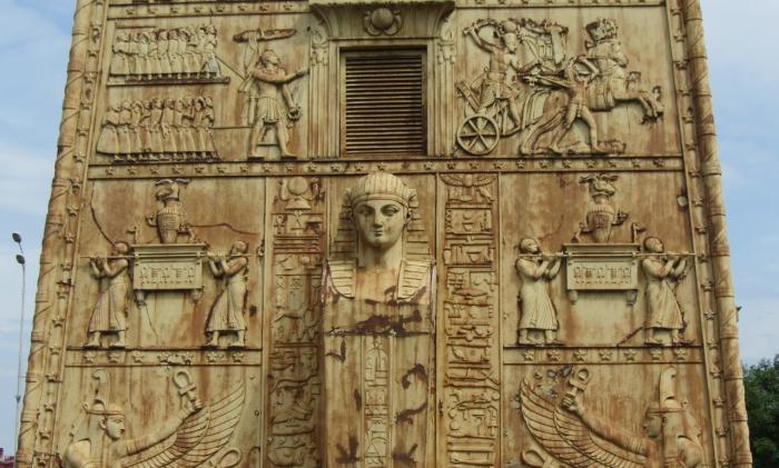 Египетские (Кузьминские) ворота, Архитектор Менелас А. А