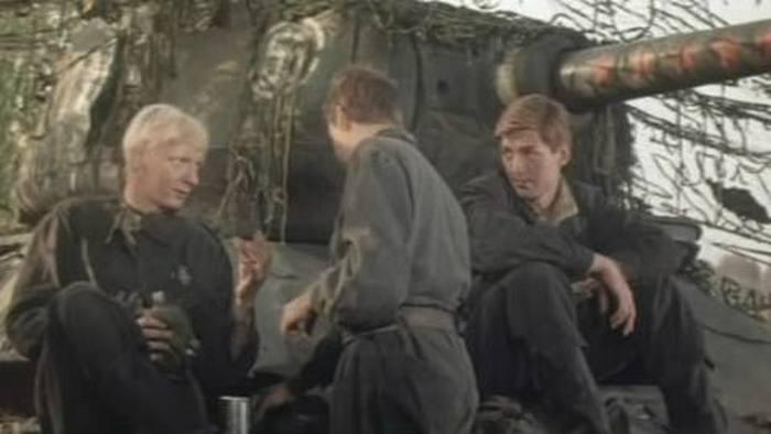 Кадр из фильма «Экипаж машины боевой»