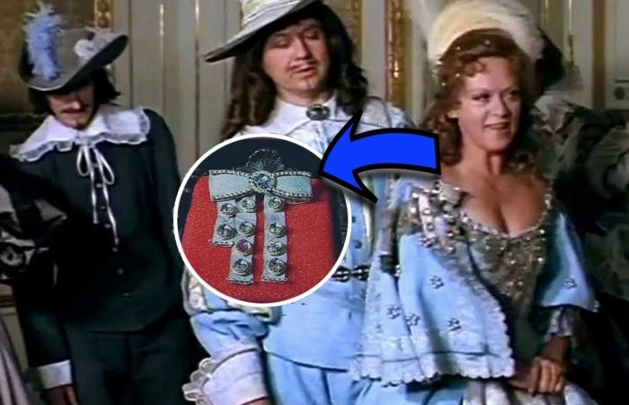 Как на самом деле выглядели алмазные подвески королевы.