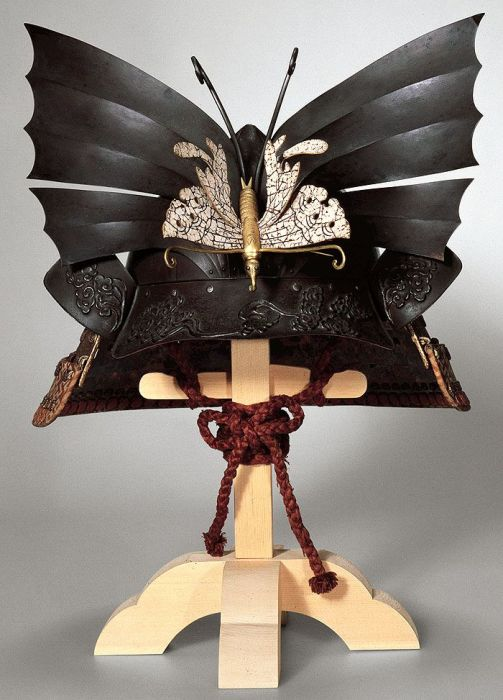 Шлем-бабочка.