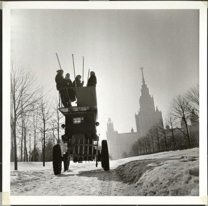 С утра на работу. Ленинские Горы, 1960 год